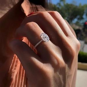 NEW!! 💎 Women's Luxury Cubic Zirconia Ring